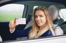 Ben ik nog wel verzekerd als ik mijn rijbewijs niet kan verlengen?
