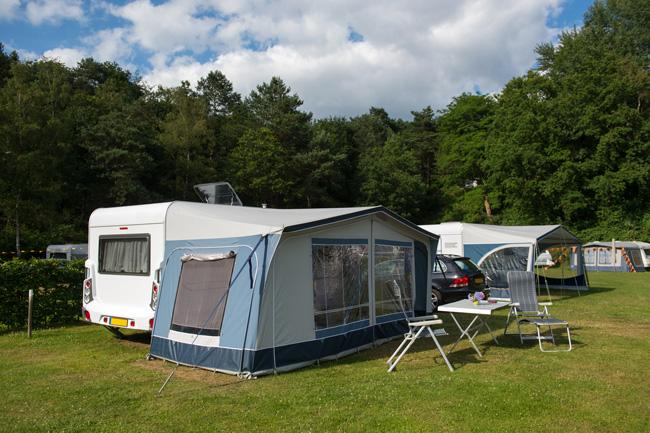 Camper en caravan erg populair. Maar wat is er verzekerd?